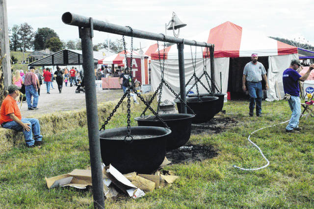 Cooking beans at the 2019 Bob Evans Farm Festival. (OVP File Photo)