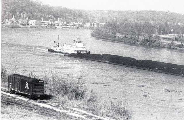 A towboat passes Pomeroy around 1920. (Bob Graham Collection | Meigs County Public Library)
