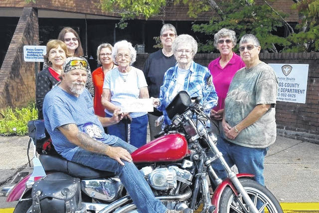Pictured is A. Lee Morris presenting a check to MCCI Members following the 2018 Ann Morris Cancer Awareness Benefit and Poker Run.