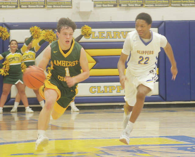 Kyle Ferguson drives past Clearview's Jamir Billings in the first quarter.