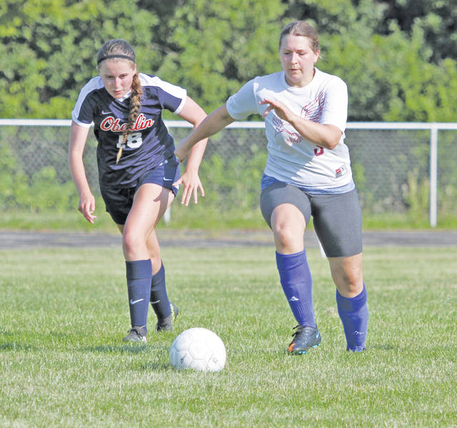 Tammy Zapotechne goes after the ball with Janae Johnson in hot pursuit.