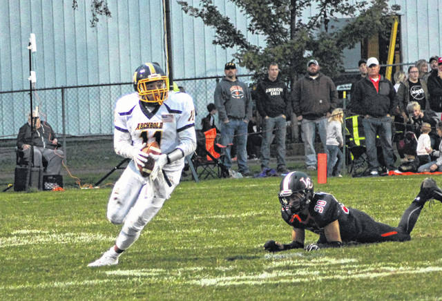 Isaiah Gomez of Archbold with a catch and run of 14 yards Friday at Liberty Center. The Bluestreaks fell to the Tigers by a 35-20 final.