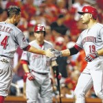 Leake pitches Reds over Cards