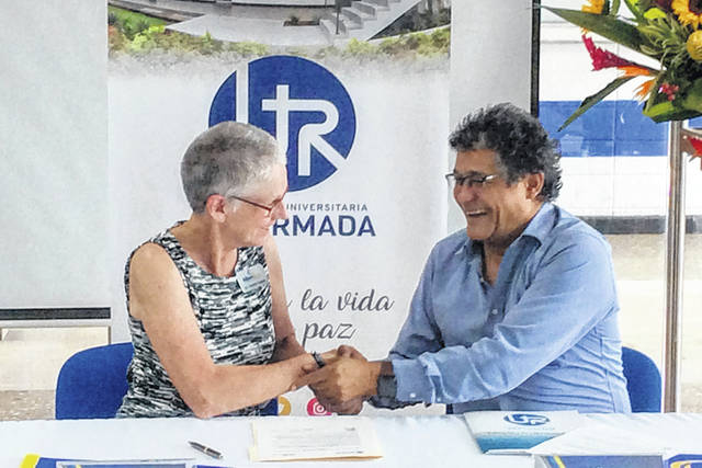 Edison State President Dr. Doreen Larson, left. and Reformed University Rector Helis Barraza sign an agreement to support Spanish language instruction and cultural awareness opportunities for students, in Barranquilla, Colombia, recently.