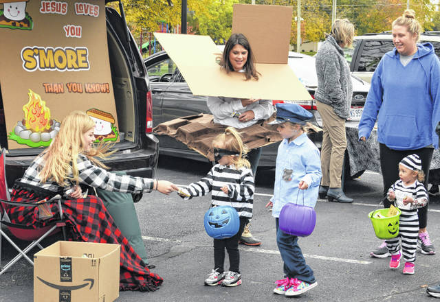 Dozens of people came out to trunk or treat Sunday at Jaycee's Park in New Bremen.