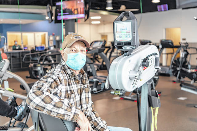 Russia resident Gene Monnin received the new lungs after being diagnosed with pulmonary fibrosis.
