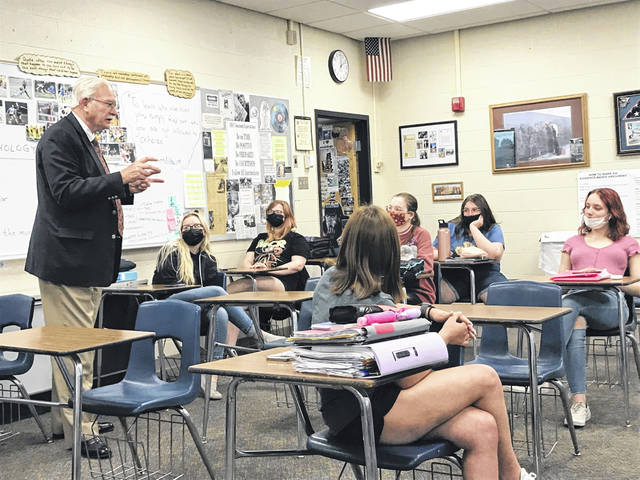 Sidney Mayor Mike Barhorst recently visited with government students at Sidney High School.