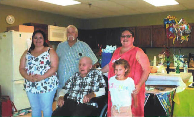 Robert Kelly, 98, center, recently reunited with his family at Ohio Living Dorothy Love. Pictured, left to right, is great-granddaughter Abigail Westfall, son Mike Kelly, granddaughter Erica Kelly, and great-great granddaughter Emma Pruitt.