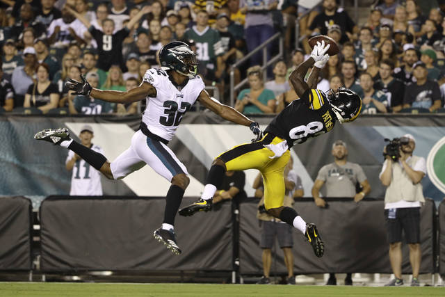 Pittsburgh Steelers' Damoun Patterson, right, catches a touchdown pass next to Philadelphia Eagles' Rasul Douglas during the first half of a preseason NFL football game Thursday, Aug. 9, 2018, in Philadelphia. (AP Photo/Matt Rourke)
