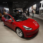 Tesla to close stores