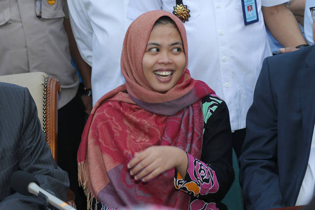 Indonesian Siti Aisyah smiles during a press conference upon returning home from Malaysia at Halim Perdanakusumah Airport in Jakarta, Indonesia, Monday, March 11, 2019. The Indonesian woman held two years on suspicion of killing North Korean leader's half brother Kim Jong Nam was freed from custody in Malaysia Monday after prosecutors unexpectedly dropped the murder charge against her. (AP Photo/Tatan Syuflana)