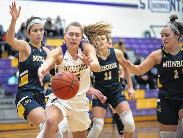 Photos by Grace Wilson | Greene County News Bellbrook sophomore Mallory Gedeon goes for a loose ball during first-half action Thursday.