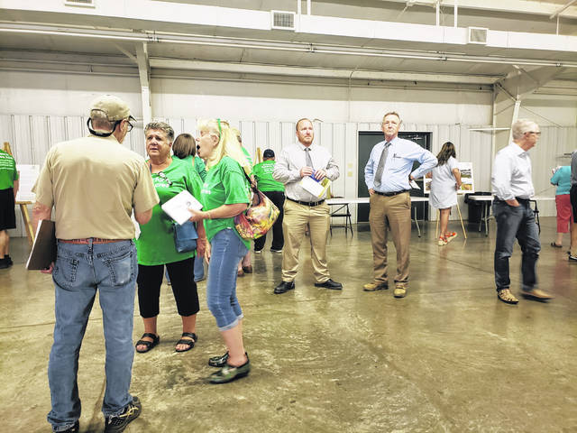 Photos by London Bishop | Greene County News Upwards of 75 people attended the public information meeting on Tuesday, seeking information about the proposed solar project in Greene County.