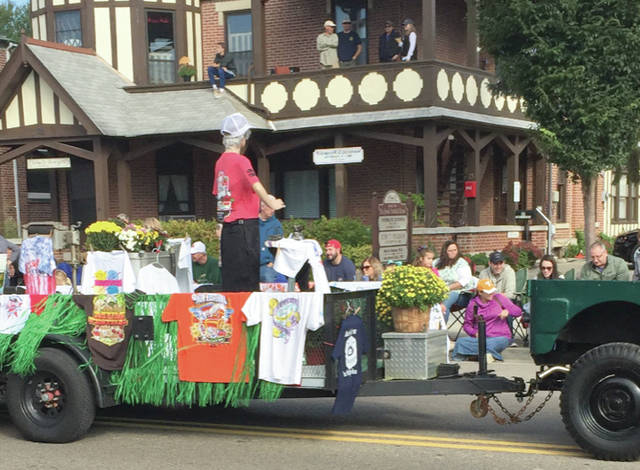 Provided photo The Tipp City Seniors Inc. won the Grand Marshall's Choice Award for their Mum Festival parade float.