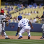 Greinke dominates, hits go-ahead HR as Dodgers beat Reds