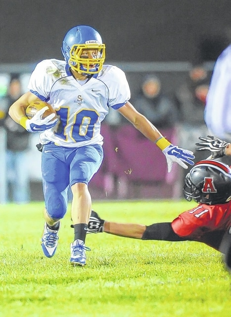 Delphos St. John's Aaron Reindel runs past Arlington's Logan Speyer during last year's playoff loss. Reindel returns for the Blue Jays as a wide receiver and defensive back this season.