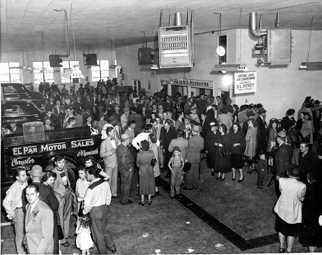 An open house in 1949 at the new El-Par location, 550 W. Elm St., attracted a crowd.