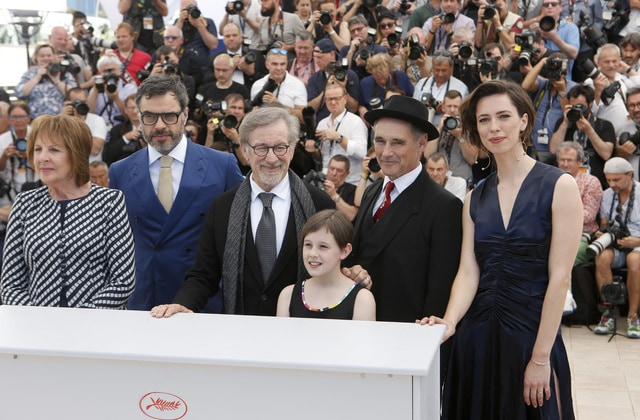 Actors Penelope Wilton, Jermaine Clement, director Steven Spielberg, actors Ruby Barnhill, Mark Rylance and Rebecca Hall, from left, pose for photographers, during a photo call for the film The BFG at the 69th international film festival, Cannes, southern France, Saturday, May 14, 2016. (AP Photo/Lionel Cironneau)