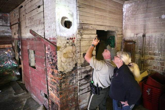 Naked chimney man rescued at Iowa business   The Spokesman