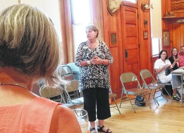 Leslie Pittenger, center, a judge with America in Bloom, addresses a gathering of Bluffton residents Thursday at the Bluffton Sportsman Club.