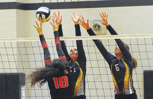 Elida's Cheyenne Welch tries to get a shot past Leipsic's Emily Butler, left, and Carlee Siefker during Thursday's match at Elida High School.