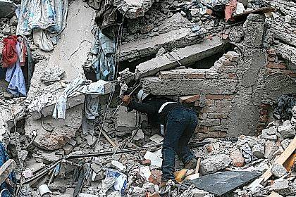A construction worker searches a building that collapsed after an earthquake, in the Roma neighborhood of Mexico City, Tuesday, Sept. 19, 2017. A magnitude 7.1 earthquake has rocked central Mexico, killing at least 55 people as buildings collapsed in plumes of dust and thousands fled into the streets in panic. (AP Photo/Eduardo Verdugo)