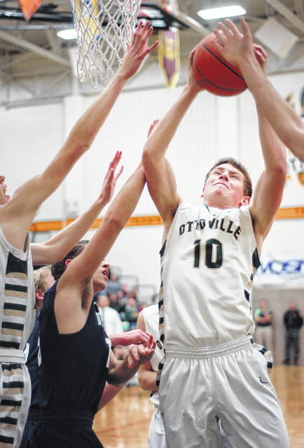 Ottoville's Logan Kemper (10) leads the team in scoring with 17,5 points and is grabbing an average of 4.5 boards a game.