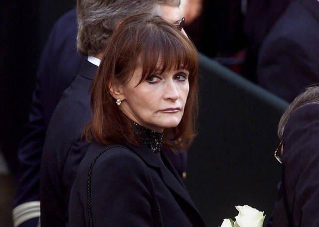Actress Margot Kidder, who dated former Prime Minister Pierre Trudeau, arrives for his funeral at Notre-Dame Basilica in Montreal in 2000. Kidder's daughter says the Superman actress' death has been ruled a suicide.