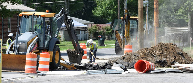 Natural gas blows into the air as workers excavate near a damaged 4-inch gas line on State Route 65, between Brower Avenue and Robb Avenue on Monday afternoon.  Craig J. Orosz | The Lima News