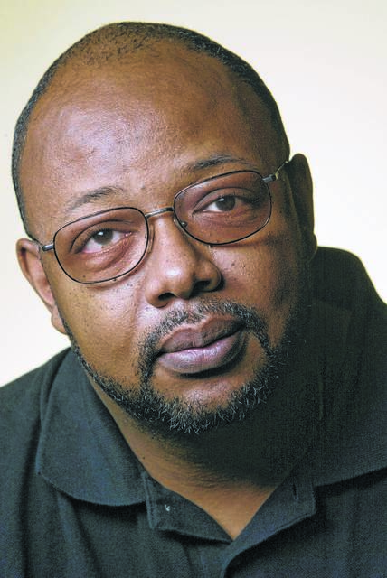 KRT MUG SLUGGED: PITTS KRT PHOTOGRAPH CHUCK KENNEDY (August 21) Miami Herald columnist Leonard Pitts Jr. (COLOR) 1995