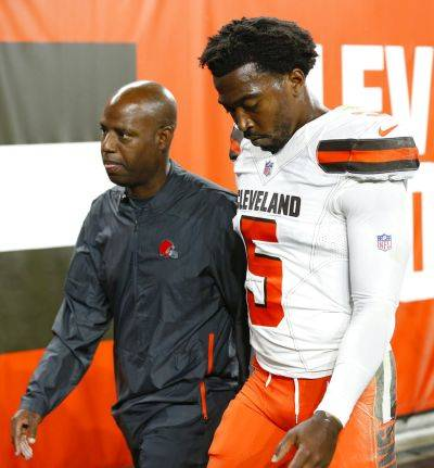 Browns quarterback Tyrod Taylor walks to the locker room after suffering an injury during the first half of a Thursday night preseason game against the Philadelphia Eagles in Cleveland. (AP photo)