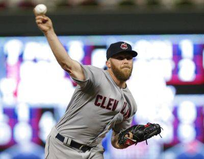 Cody Allen pitches for the Cleveland Indians against Minnesota Twins during Tuesday night's game in Minneapolis. (AP photo)