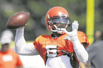 Cleveland Browns quarterback Tyrod Taylor throws during NFL football training camp Tuesday, Aug. 14, 2018, in Berea, Ohio. (AP Photo/Ron Schwane)