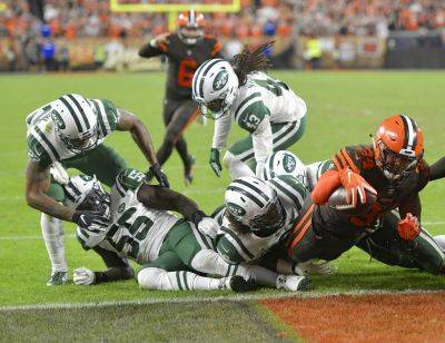 Browns running back Carlos Hyde rushes for a 1-yard touchdown during Thursday night's game against the New York Jets in Cleveland. (AP photo)