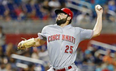 Cincinnati Reds starting pitcher Cody Reed allowed five hits and struck out six in six shutout innings Thursday night against the Marlins in Miami. (AP photo)
