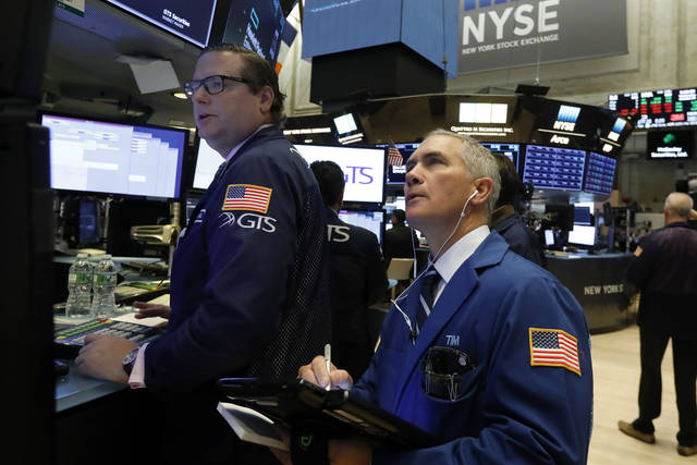 United States  stocks edge lower as traders weigh earnings; oil rises