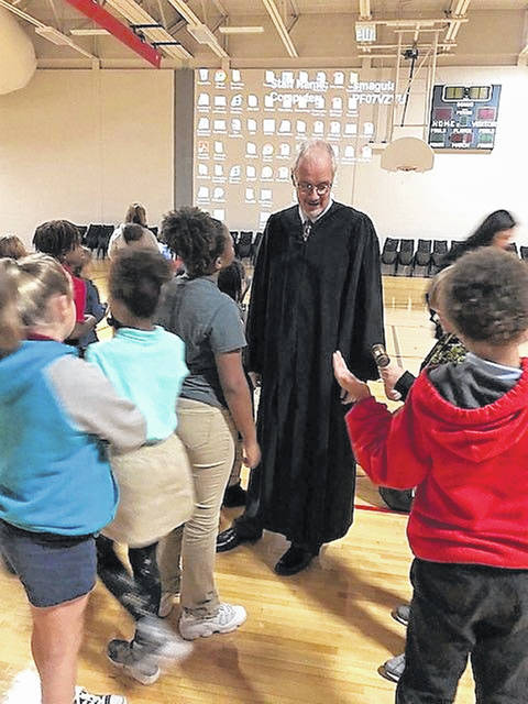 Judge Jeffrey Reed engages with fourth-graders at Heritage Elementary as part of the Constitution Project.