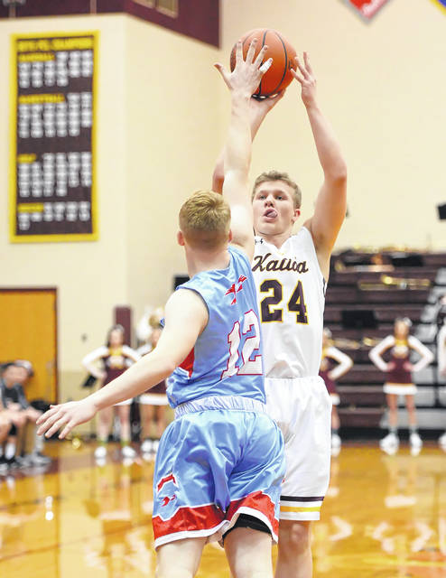 Kalida's Evan Roebke shoots against Lima Central Catholic's Nate Stolly during Wednesday's game at Kalida High School.