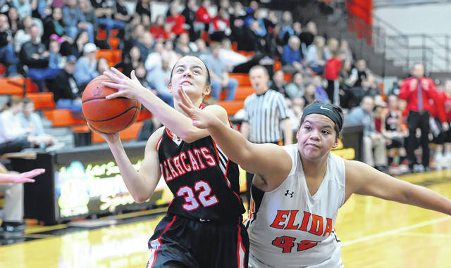 Spencerville's Emma Leis shoots against Elida's Alissa Cuffy during Friday's Vicki Mauk Holiday Classic at the Elida Fieldhouse.