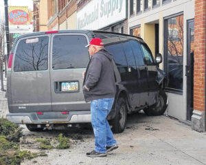 Van hits building after two vehicles collide in downtown Lima