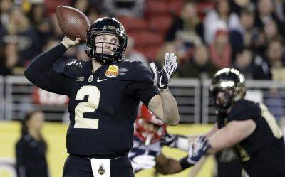 Purdue quarterback Elijah Sindelar (2)  hyperextended his left knee during spring drills.