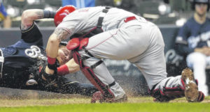 Brewers outlast Reds 11-9