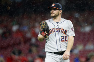 Castillo pitches two-hit ball into 7th, Reds beat Astros 3-2
