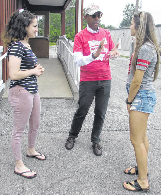 Ohio State University President Michael Drake talks with incoming freshman and Land Grant Scholarship recipients Riley Fenter of Continental, at left, and Madie Nicklaus of Columbus Grove.
