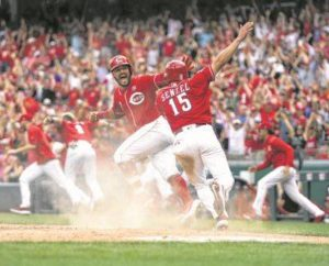 Reds sweep Astros