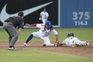 Indians fall 2-1 to Blue Jays