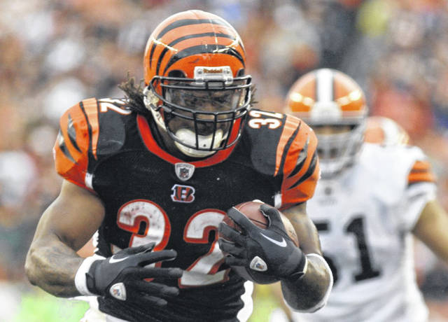 Former Cincinnati Bengals running back Cedric Benson runs for a touchdown during a 2011 game against the Cleveland Browns. Benson died Saturday night in a motorcycle accident in Austin, Texas.