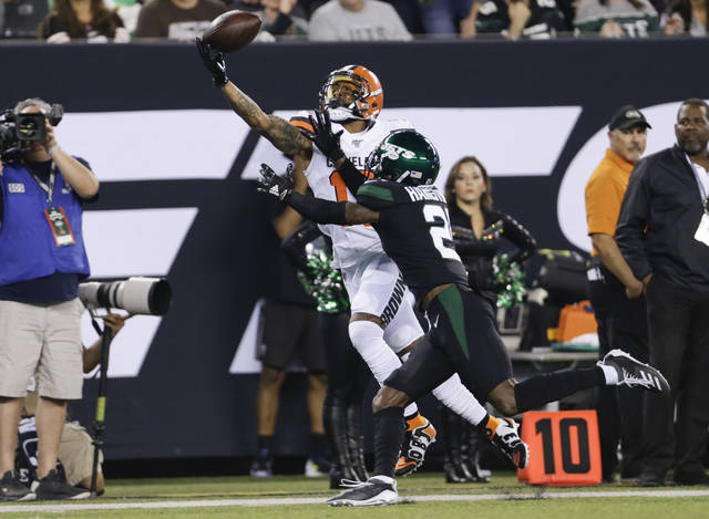 Cleveland Browns' Odell Beckham (13) catches a pass in front of New York Jets' Nate Hairston (21) during the first half of an NFL football game Monday, Sept. 16, 2019, in East Rutherford, N.J. (AP Photo/Adam Hunger)