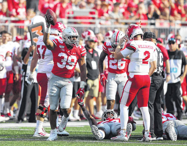 Ohio State's Malik Harrison (39) comes out with a fumble recovery during Saturday's game against Miami of Ohio at Ohio Stadium in Columbus.