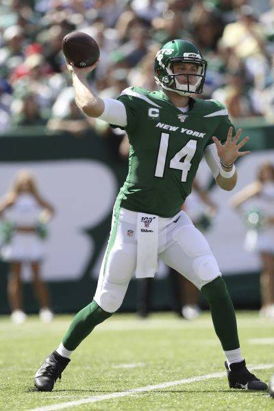 New York Jets quarterback Sam Darnold (14) will miss Monday night's game against Cleveland due to mononucleosis. AP photo